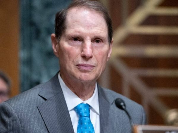 Ron Wyden's Marijuana Bill Is 2% Legalization, 98% Taxes and Regulations
