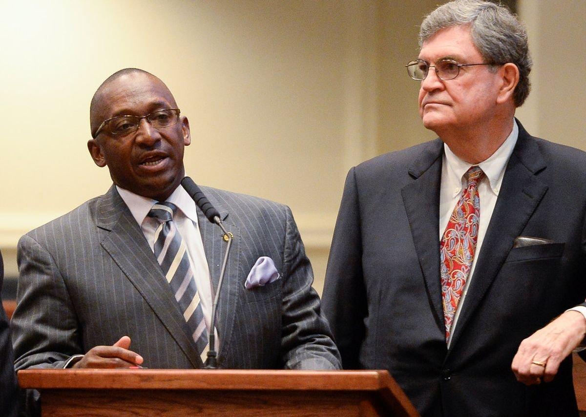 Bill to reduce marijuana penalties in Alabama advances