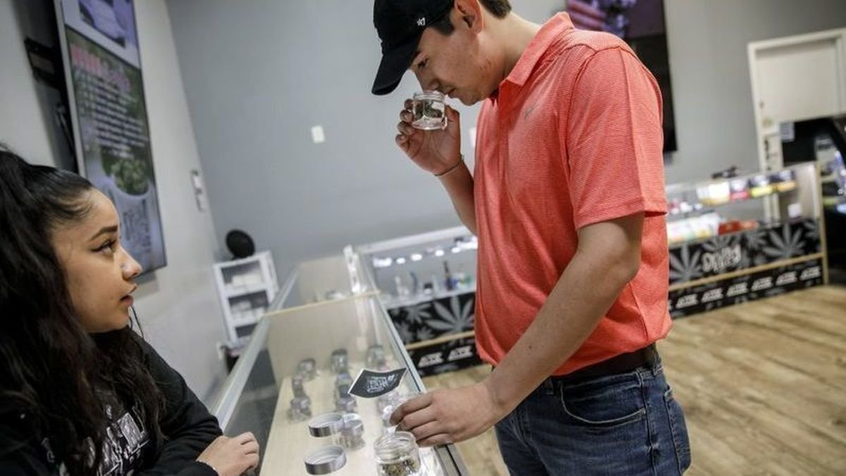 California considers mandating cannabis retail locations in cities and counties who approved Prop. 64, the proposition that 57% of Californians voted in favor of. Currently two thirds of local governments have outlawed marijuana shops.