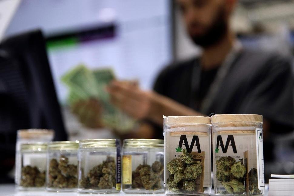 Top Democrats to Introduce Bill Removing Marijuana from Controlled Substances List
