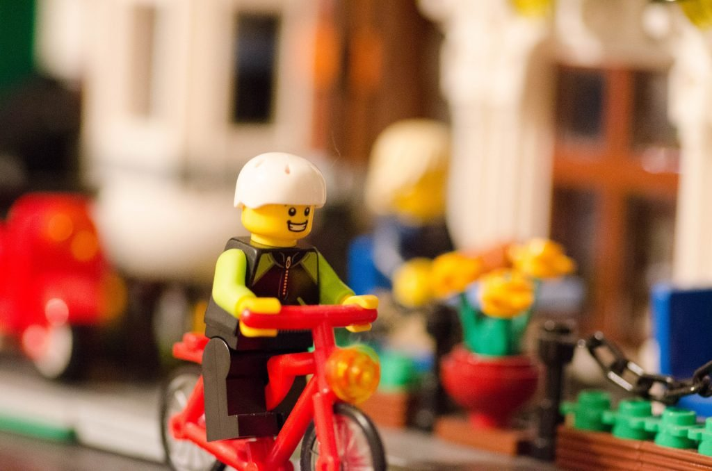 LEGO Goes To Hemp Plastic By 2030 (The Kids Are Going Green) ?