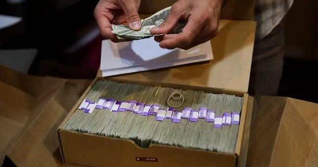 Marijuana dispensaries make billions of dollars in sales but still can't use banks